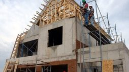 Vrei sa-ti construiesti singur casa? Ce trebuie sa faci in acest sens