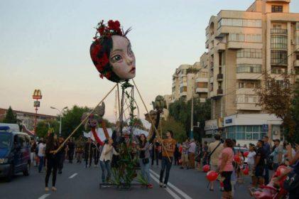 Craiova: ÎNSCRIERI LA ATELIERELE DE CREAȚIE DIN CADRUL FESTIVALULUI PUPPETS OCCUPY STREET – EARTH EDITION 2018