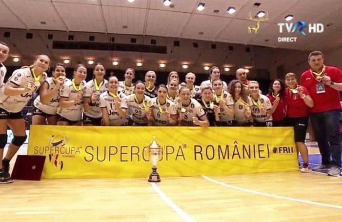 """Dumninică, în centrul Râmnicului, handbalistele de la SCM vor prezenta public trofeul """"SuperCupa României"""""""