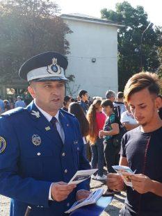 rereprezentanţi Grupării de Jandarmi Mobile Craiova, prezenti la inceputul noului an școlar