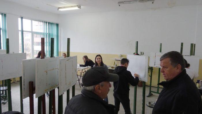 """Ramnicu Valcea: Liceul de Arte """"Victor Giuleanu"""" are un teren de sport modernizat"""