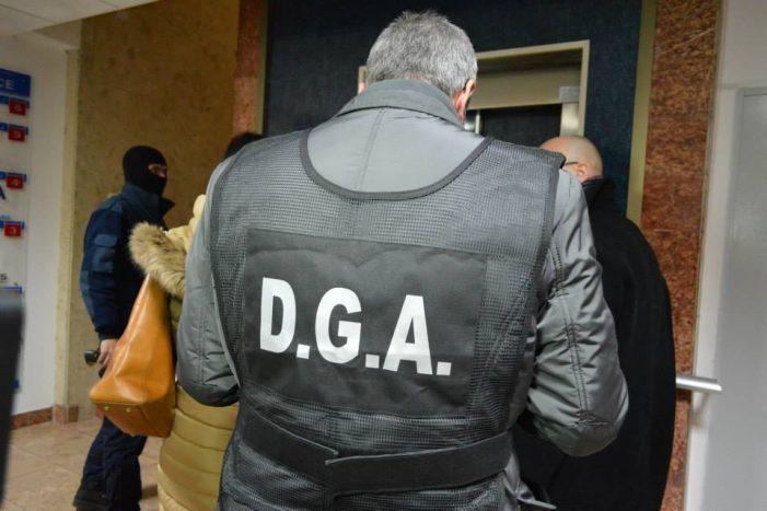 Poliţist din Dolj, reţinut pentru că a luat şpagă 700 euro şi 100 lei
