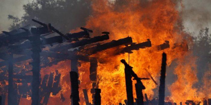 Incendiu in Dolj: Mama si fica, la spital