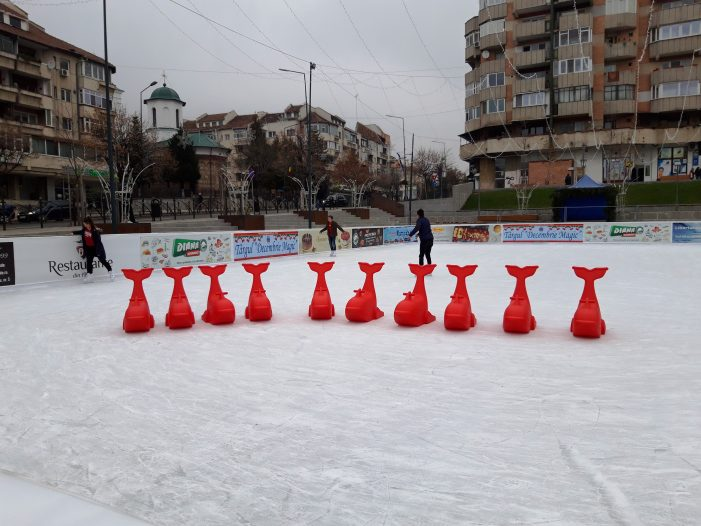 O nouă facilitate pentru copii şi începători la patinoarul din centrul Râmnicului