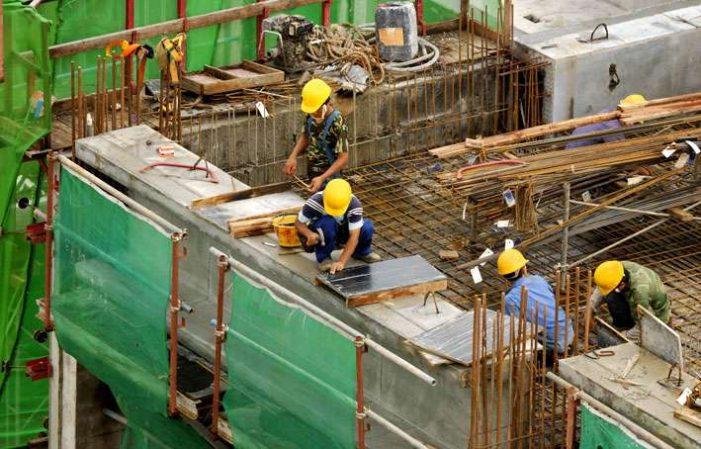 Sănătatea pierde peste 1,64 de miliarde de lei pe an din cauza scutirii angajaţilor din construcţii la plata CASS