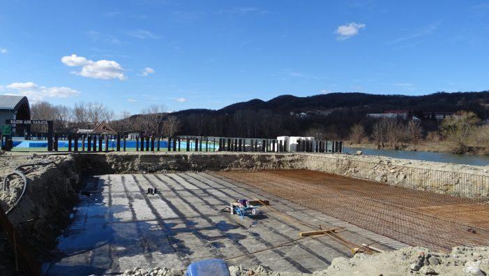 Un nou bazin de apă sarată îi aşteaptă în această vară pe vizitatorii Ştrandului Ostroveni