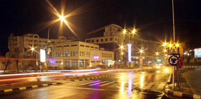 Primăria Râmnicu Vâlcea a obţinut finanţare europeană pentru un proiect major de reabilitare urbană: sistem de iluminat public modern pe 26 de străzi şi bulevarde din municipiu