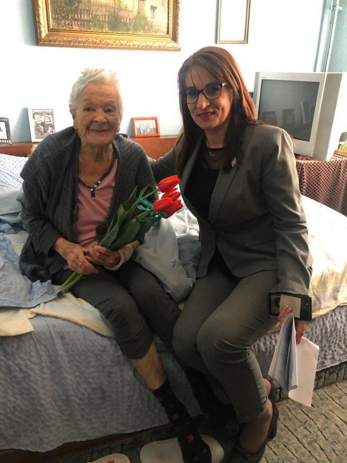 Cu ocazia Zilei Femeii, singura veterană de război din Râmnicu Vâlcea a fost felicitată de Primăria municipiului