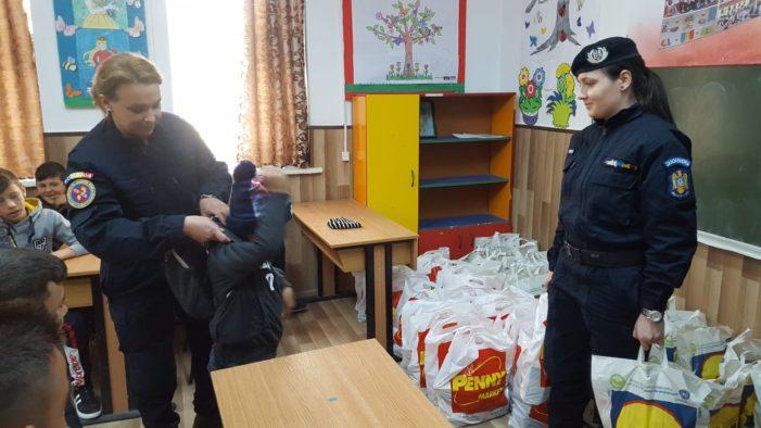 28 de copii din satul Fratoștița, județul Dolj au primit cadouri din partea jandarmilor