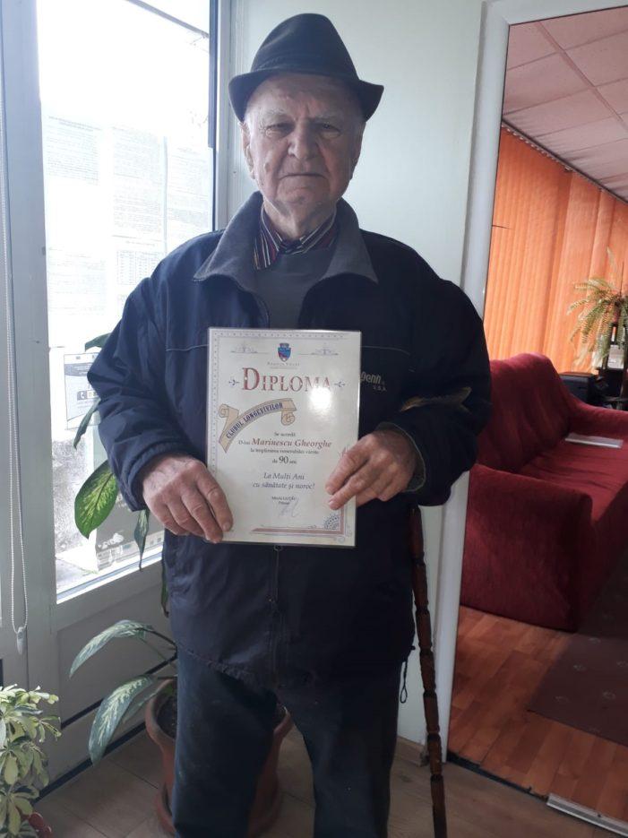 Ramnicu Valcea: 23 de vârstnici au fost premiaţi la intrarea î