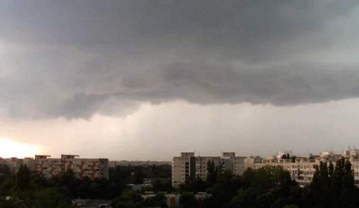 ANM: Informare meteo de ploi torențiale, vijelii și căderi de grindină