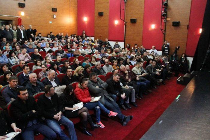 """Joi, 11 iulie, la ora 18.00, la Cinematograful """"Geo Saizescu"""", primarul Mircia Gutău organizează o întâlnire cu cetăţenii din Copăcelu, Căzăneşti, Râureni şi Stolniceni"""